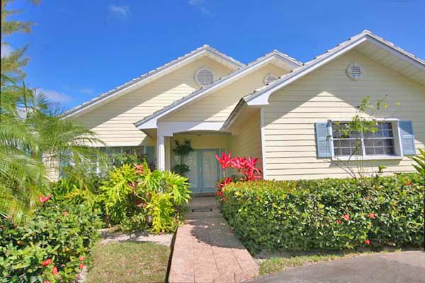 Single Family Home for Sale at Wonderful Family Home with Attached 2-Bedroom Apartment Fortune Point, Grand Bahama, Bahamas