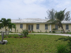 Additional photo for property listing at Lovely Canal Home Grand Bahama, Bahamas