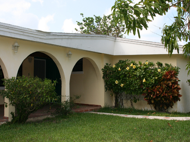 Single Family Home for Sale at Mount Vernon Family Home with Pool Nassau And Paradise Island, Bahamas
