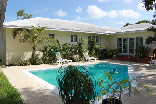 Single Family Home for Sale at Perfect Family Home, Perfect Location! Blair Estates, Eastern Road, Nassau And Paradise Island Bahamas