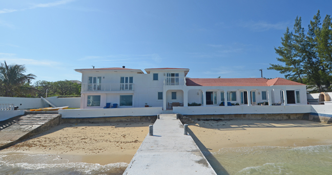 Single Family Home for Rent at Beachfront Home and apartment on Eastern Road Eastern Road, Nassau And Paradise Island, Bahamas