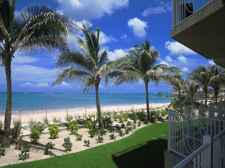 Piso por un Venta en Large ground floor beachfront condo in exclusive gated area close to Cable Beach Bahamas
