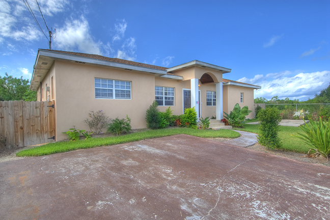 Single Family Home for Sale at Large family home with pool and large garden in the West South Ocean, Nassau And Paradise Island, Bahamas