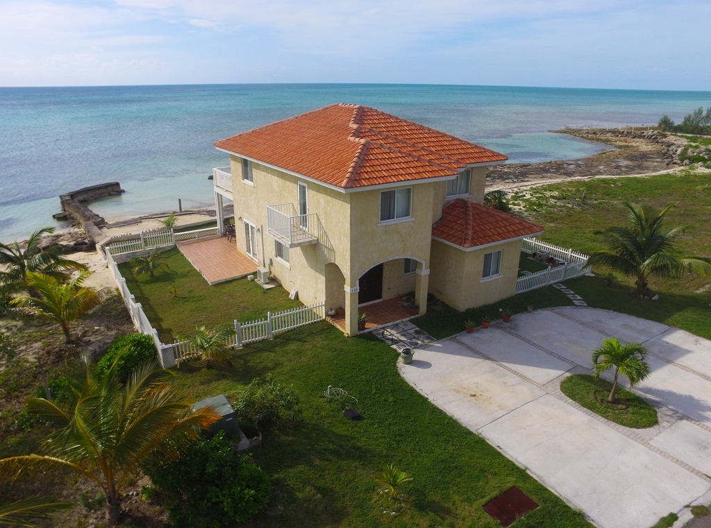 Single Family Home for Rent at Prime Oceanfront 4-bedroom house in Gated Community. Treasure Cove, Yamacraw, Nassau And Paradise Island Bahamas