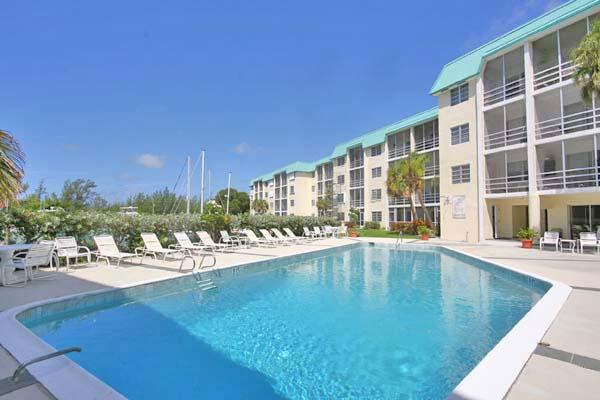 Co-op / Condominio por un Venta en Lovely Studio in Cove House Silver Cove, Grand Bahama, Bahamas