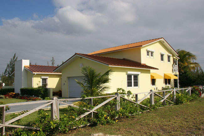 獨棟家庭住宅 為 出售 在 Lovely Canalfront Home In Bahamia Grand Bahama And Vicinity