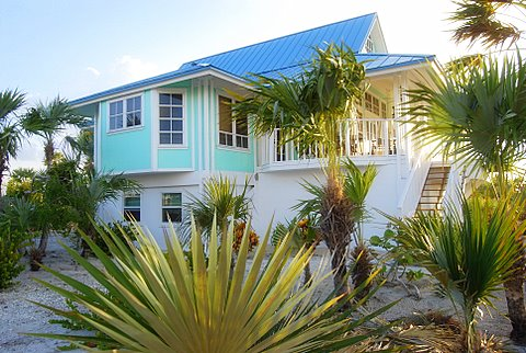 Tek Ailelik Ev için Satış at Picturesque Home Steps From the Beach Cat Island, Bahamalar
