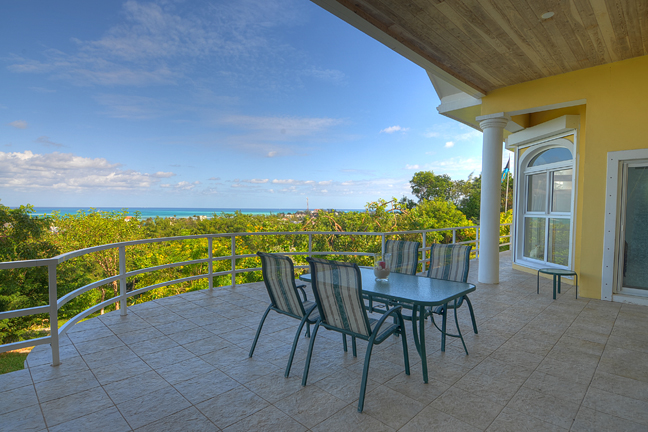 Maison unifamiliale pour l Vente à Hilltop Residence with Ocean and Lake Views Bahamas