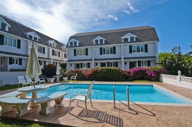 Co-op / Condominio por un Venta en Beautiful and Secluded Paradise Island Townhouse Paradise Island, Nueva Providencia / Nassau, Bahamas