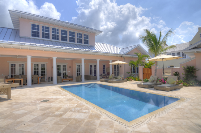 Maison unifamiliale pour l Vente à Luxury Home with Guest Cottage Bahamas