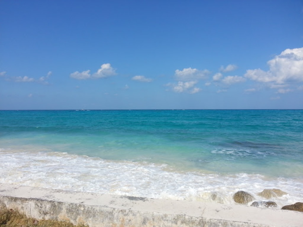 Terrain / Lots pour l Vente à Prime Ocean View Acreage with 200 Feet on West Bay Street Bahamas