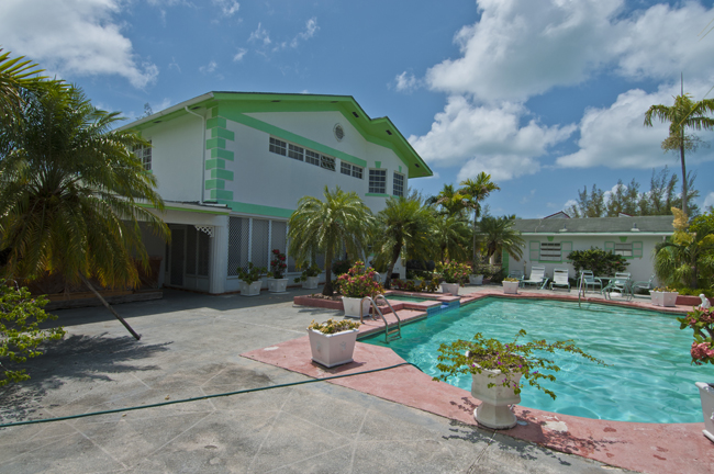 Vivienda unifamiliar por un Venta en Canal front Home in Coral Harbour with Cottage Bahamas