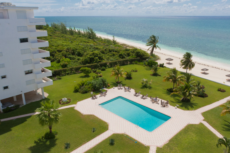 Appartement voor Verkoop een t Spacious Silver Point Penthouse with Dazzling Ocean and Beach Views Bahama Eilanden