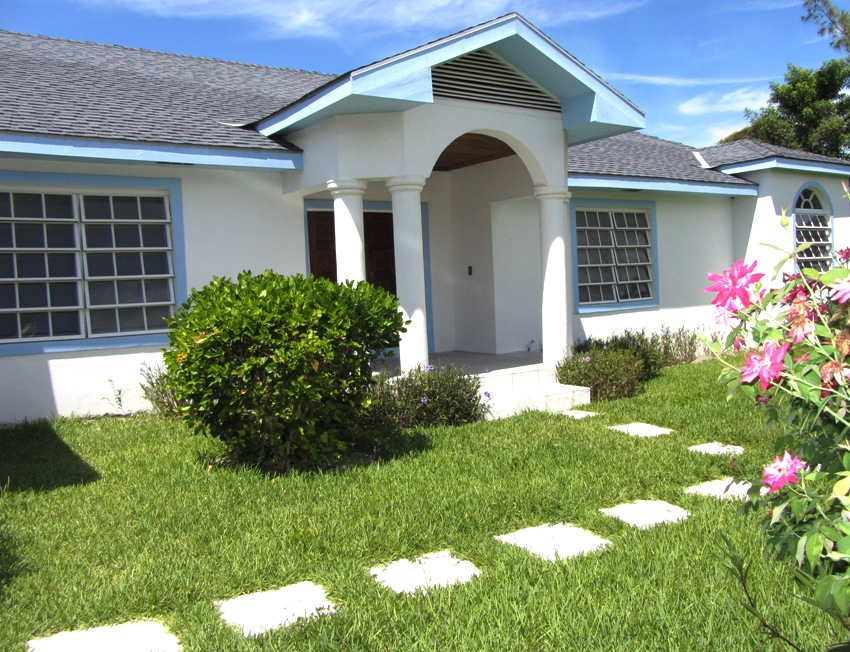 Single Family Home for Sale at Family Home with Pool South Ocean, Nassau And Paradise Island, Bahamas