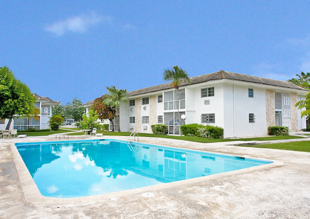 Autre pour l Vente à Popular Apartment Complex and vacant multi-family zoned land in superb location Bahamas