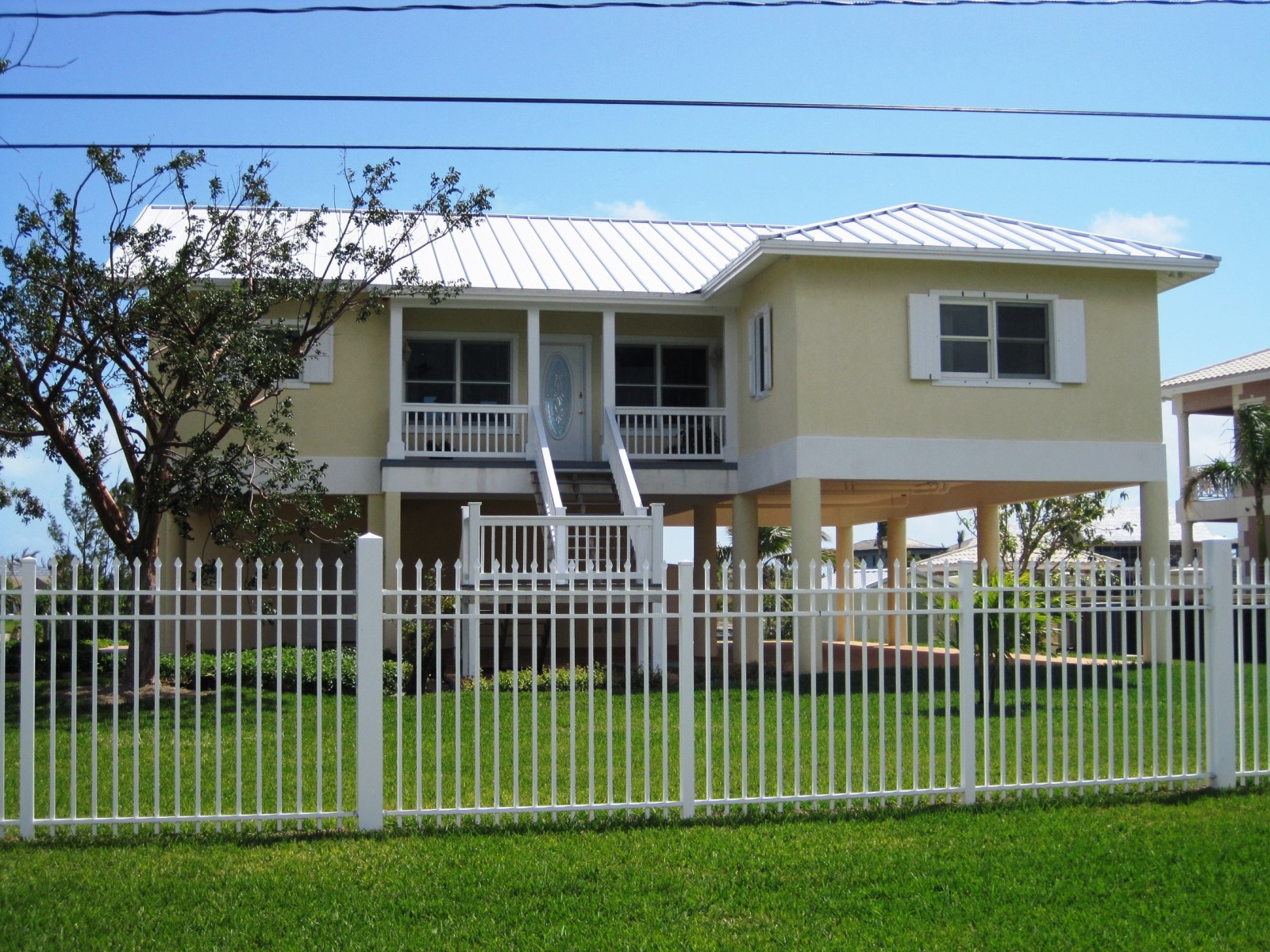 Single Family Home for Sale at Gorgeous Waterfront Home on Scuttler's Avenue in Fortune Bay Fortune Bay, Grand Bahama, Bahamas