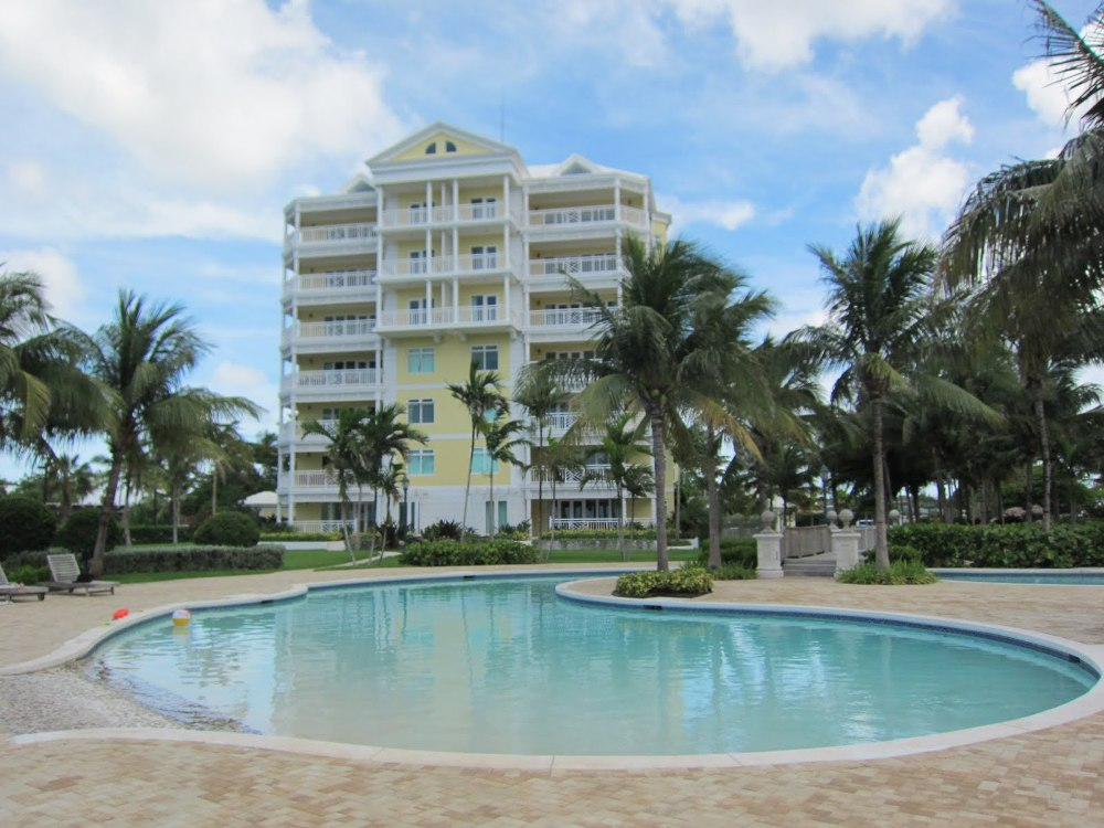 Copropriété pour l Vente à Oceanfront Condo at BayRoc Nassau New Providence And Vicinity