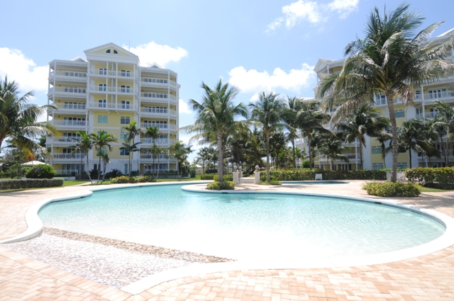 Appartement voor Verkoop een t Oceanfront Condo at BayRoc Nassau New Providence And Vicinity