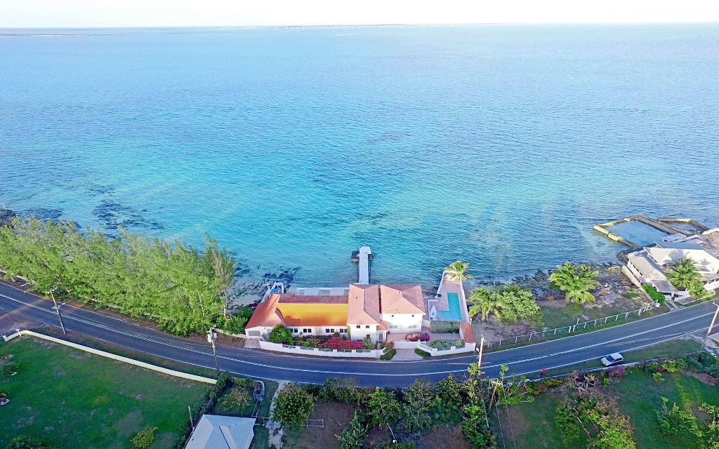Single Family Home for Sale at Beachfront Home with 80 foot dock on Eastern Road Eastern Road, Nassau And Paradise Island, Bahamas
