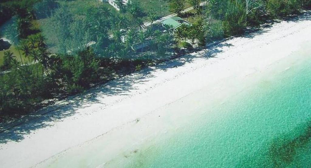 Additional photo for property listing at Beach cottage with development acreage Andros, Bahamas
