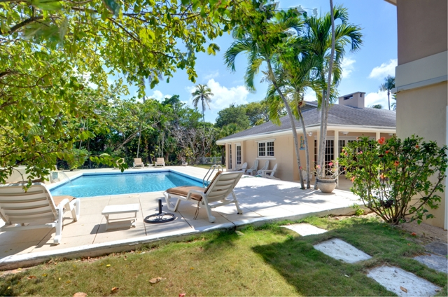 Maison unifamiliale pour l Vente à Large Clifton Bay House in Lyford Cay Bahamas