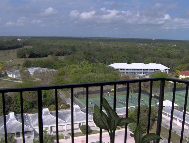 Co-op / Condominio por un Venta en Lucayan Towers South Studio on 10th Floor Greening Glade, Grand Bahama, Bahamas