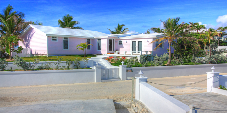 Eensgezinswoning voor Verkoop een t Immaculately Restored Waterfront Eastern Shores Home, With 2 Docks & Pool Abaco, Bahama Eilanden