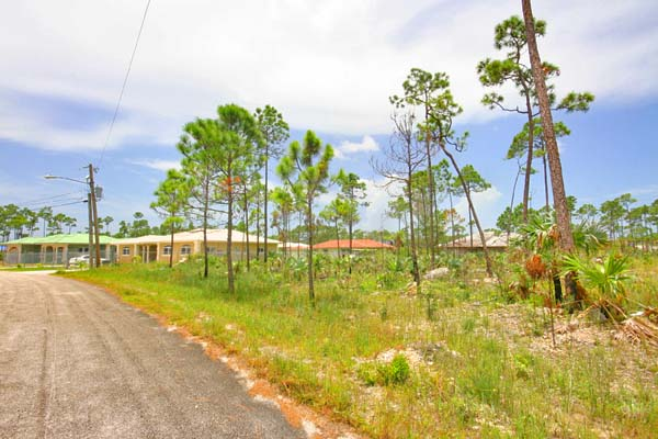 Land for Sale at Large Duplex Lot in Lincoln Green Lincoln Green, Grand Bahama, Bahamas