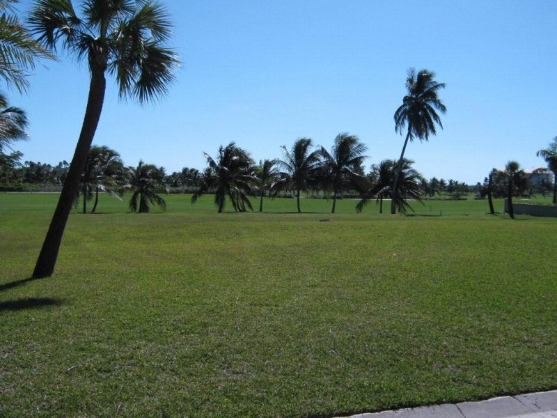 Terra / Lote para Venda às Ocean Club Estate Golf Course Lot #13 Nassau New Providence And Vicinity
