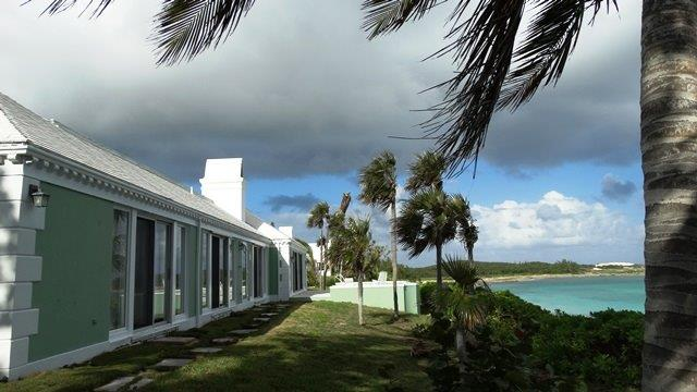 Maison unifamiliale pour l Vente à Sea to Sea ~ Beachfront and Dockage ~ Eleuthera, Bahamas
