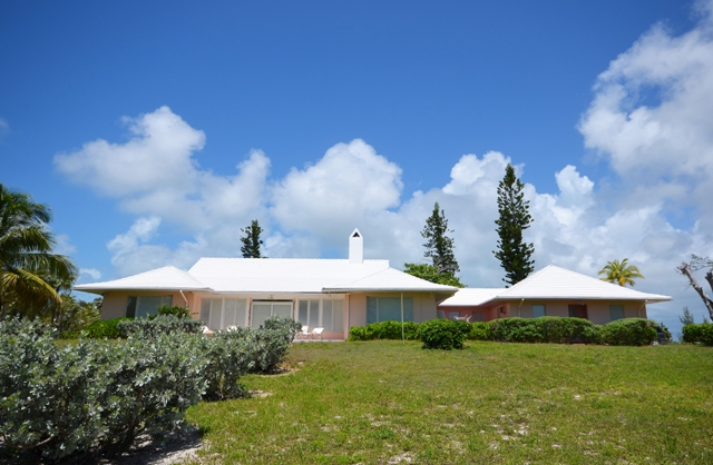 단독 가정 주택 용 매매 에 Large Prime Beach Front Property Double Bay Eleuthera With Elegant Island Home / MLS 20802 Eleuthera, 바하마