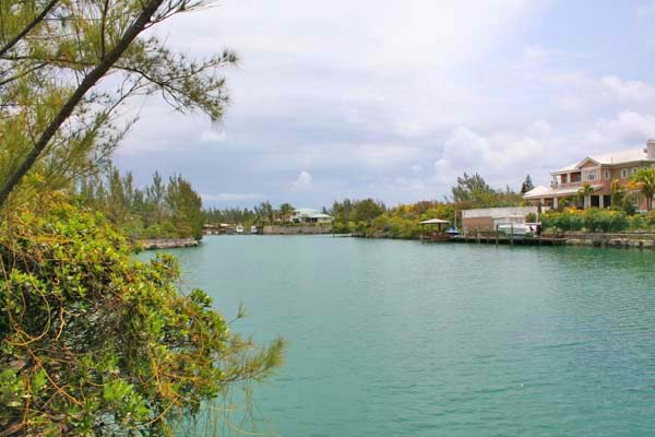 Terreno por un Venta en Canal lot on Symonette Drive in Fortune Bay Fortune Bay, Grand Bahama, Bahamas