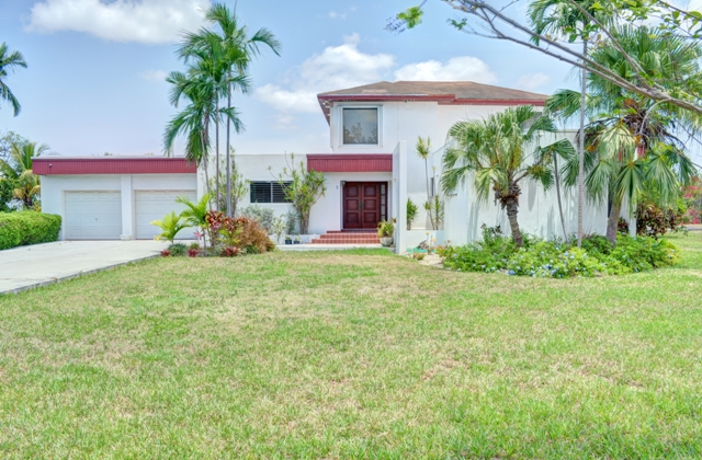 Single Family Home for Sale at Hilltop hideaway Highland Park, Nassau And Paradise Island, Bahamas