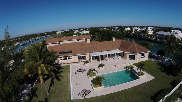 一戸建て のために 売買 アット Canal and Beachfront Home Nassau New Providence And Vicinity