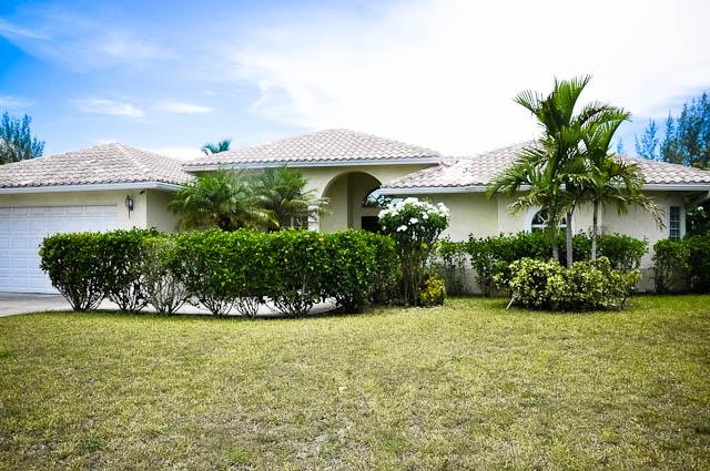 Single Family Home for Sale at Charming Canalfront Home in Bahamia! Bahamia, Grand Bahama, Bahamas
