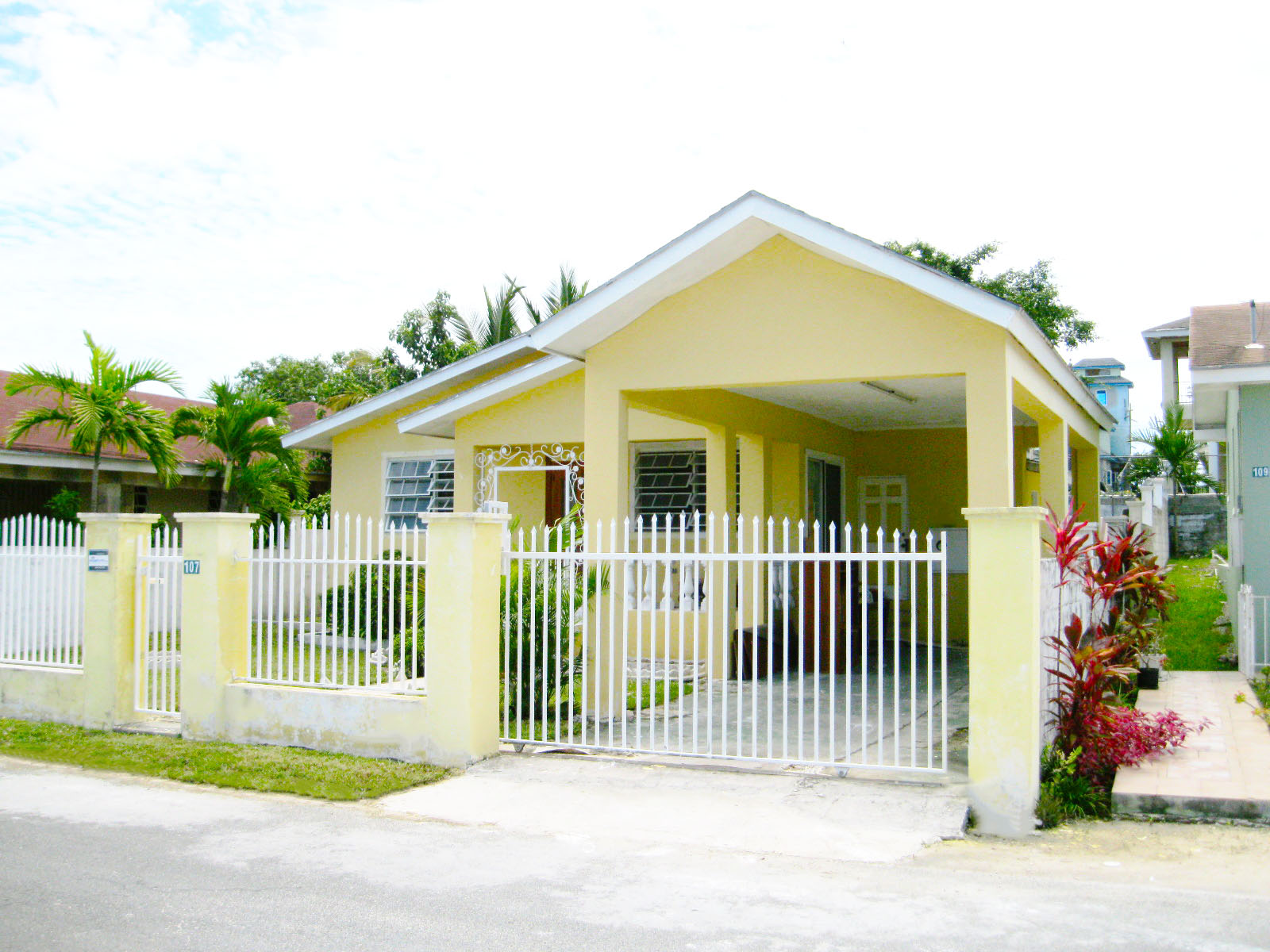 Single Family Home for Sale at Well Maintained Starter Home Pinewood Gardens, Nassau And Paradise Island, Bahamas