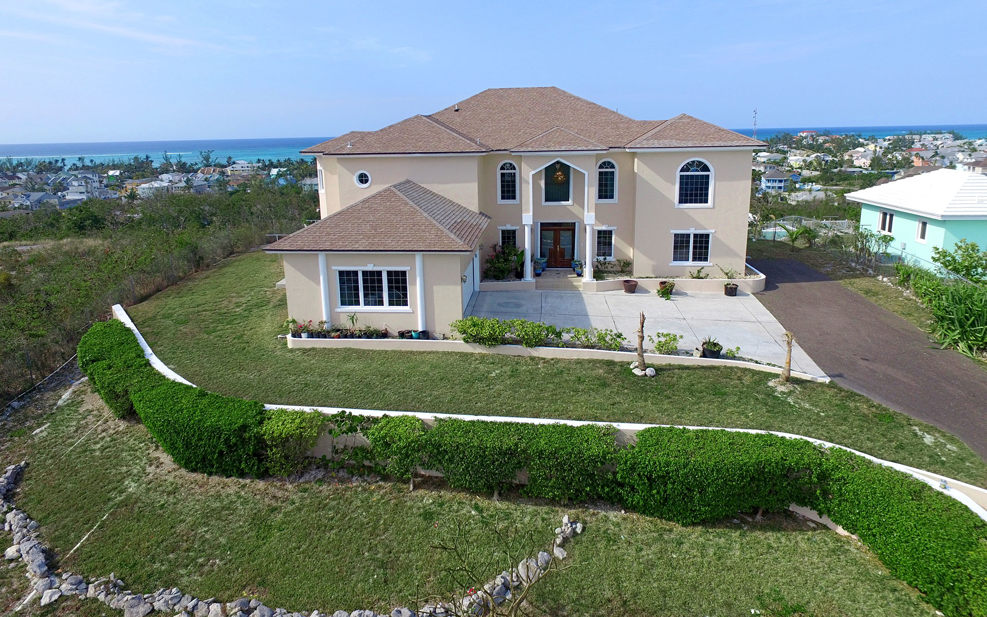 Tek Ailelik Ev için Satış at Large Oceanview Hilltop Home in Westridge MLS 27832 Nassau New Providence And Vicinity
