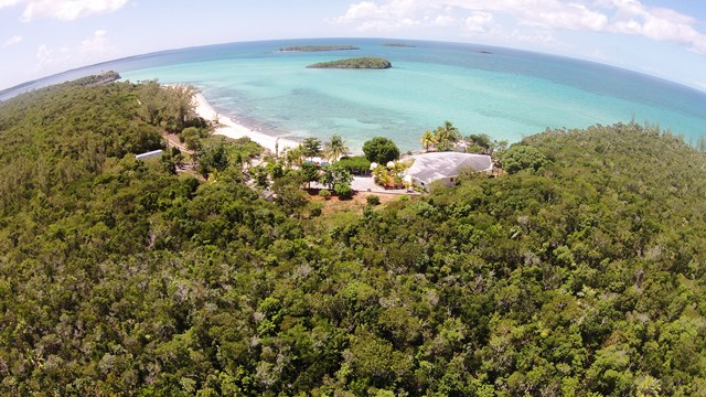 Autre pour l Vente à Central Eleuthera Beachfront Investment Property Eleuthera, Bahamas