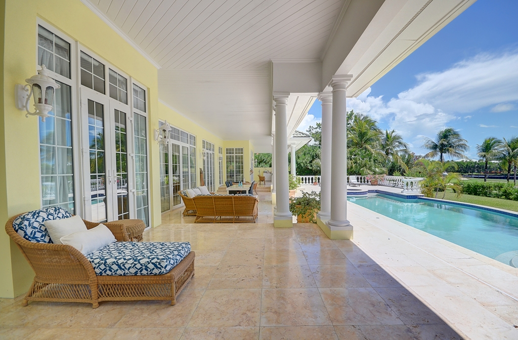 Single Family Home for Sale at Villa on The Green Golf Course Retreat Ocean Club Estates, Paradise Island, Nassau And Paradise Island Bahamas