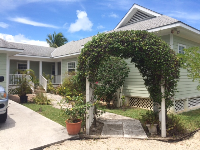 Single Family Home for Sale at House On The Canal In Coral Harbour Coral Harbour, Nassau And Paradise Island, Bahamas