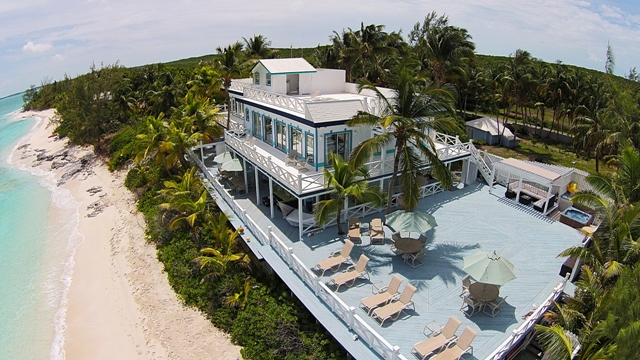 Maison unifamiliale pour l Vente à One of a Kind Beachfront Property - MLS 25647 Exumas, Bahamas
