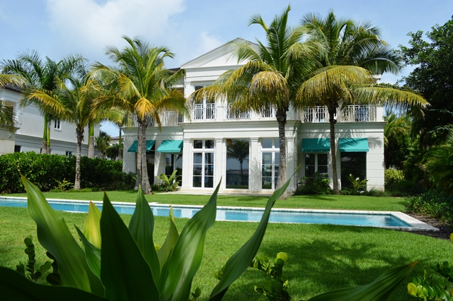 Частный дом для того Продажа на Beach House Harbourfront Villa 1 Nassau New Providence And Vicinity
