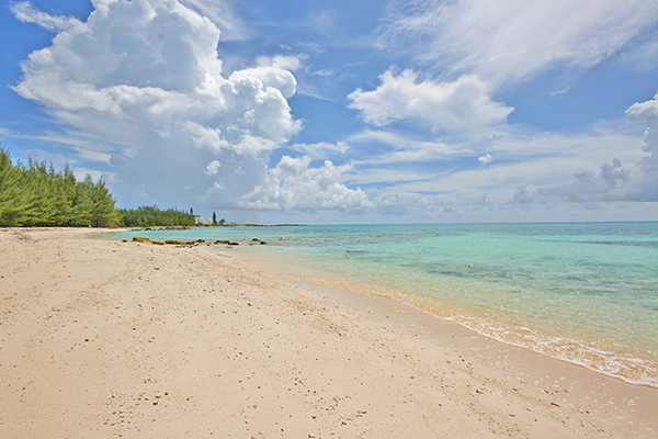 Terre / Lot de terrain pour l Vente à Port of Call Drive Beachfront Development Tract - MLS 24629 Bahamas