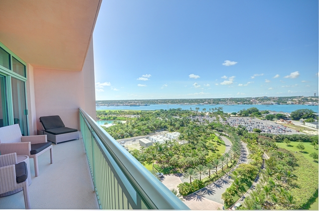 Copropriété pour l Vente à Fabulous 14th Floor One Bedroom Luxury Suite at The Reef Nassau New Providence And Vicinity