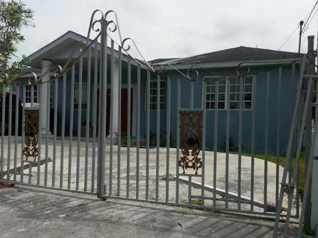 Single Family Home for Sale at Lovely Home in the Carmichael area Carmichael Road, Nassau And Paradise Island, Bahamas