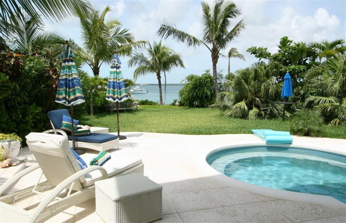 Villa per Vendita alle ore Seabreeze Estate MLS 24919 Harbour Island, Bahamas