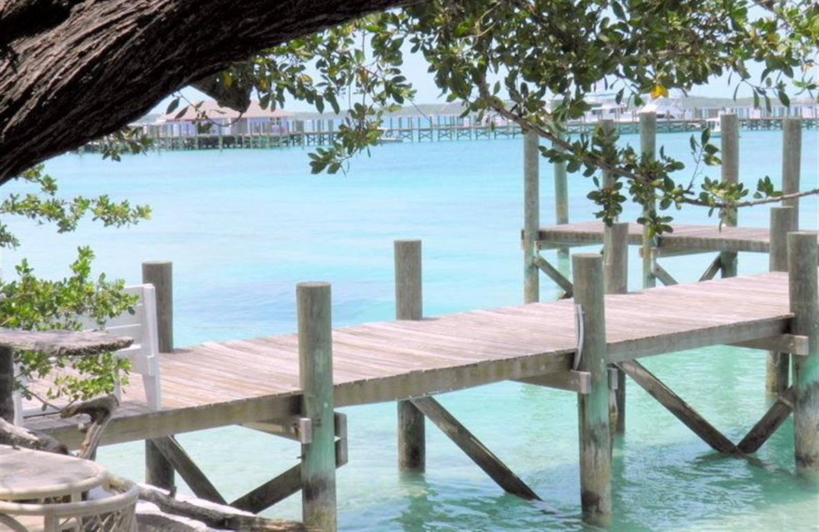 Tek Ailelik Ev için Satış at Dock Cottage, Shoreline Lot & Dock Slip Harbour Island MLS 24936 Harbour Island, Bahamalar