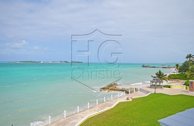 Appartement voor Verkoop een t Luxurious Beachfront Condo Nassau New Providence And Vicinity
