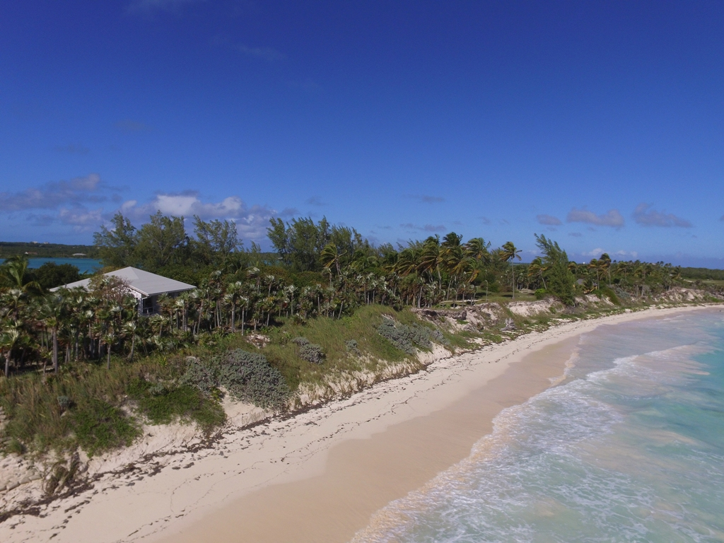 Maison unifamiliale pour l Vente à Wonderful Windermere Island Home MLS 25450 Eleuthera, Bahamas