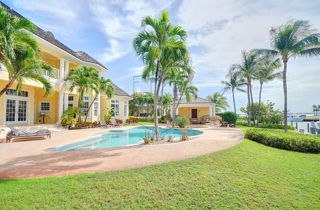 Single Family Home for Sale at TurnKey Canalfront Home with Dock Ocean Club Estates, Paradise Island, Nassau And Paradise Island Bahamas